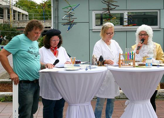 Sketch mit Werner König, Margarete Winter-Bramdl, Monika Follenius und Patricia Supper.