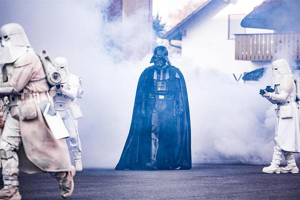 """Opening-Show: Darth Vader leibhaftig in Speyer. Foto: über Technik Museum Speyer"