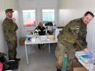 Bundeswehr aus Germersheim unterstützt Corona-Teststation Container