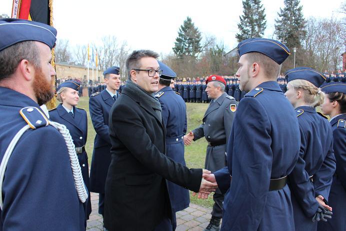 Geloebnis Germersheim 15.12. 2016, Bundeswehr, Suedpfalz-Kaserne, Olboeter, Tobias Lindner