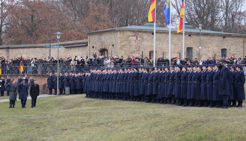 Geloebnis Germersheim 15.12. 2016, Bundeswehr, Suedpfalz-Kaserne, Olboeter, Winter, Lindner