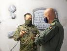 20200914_Der Ausbilder erklärt dem Inspekteur die Ausbildungsstätte_SF Wiedemann_002