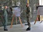 20200914_Kommandeur übergibt das erste Replika an den Inspekteur der Luftwaffe_OG Crapanzano_011