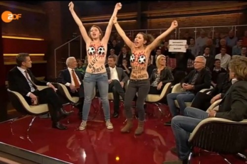 Nackt-Protest gegen einkaufen am Sonntag - Goldentime Vienne