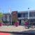 Bahnhof Landau mit Blumenkübeln und Fahrrädern