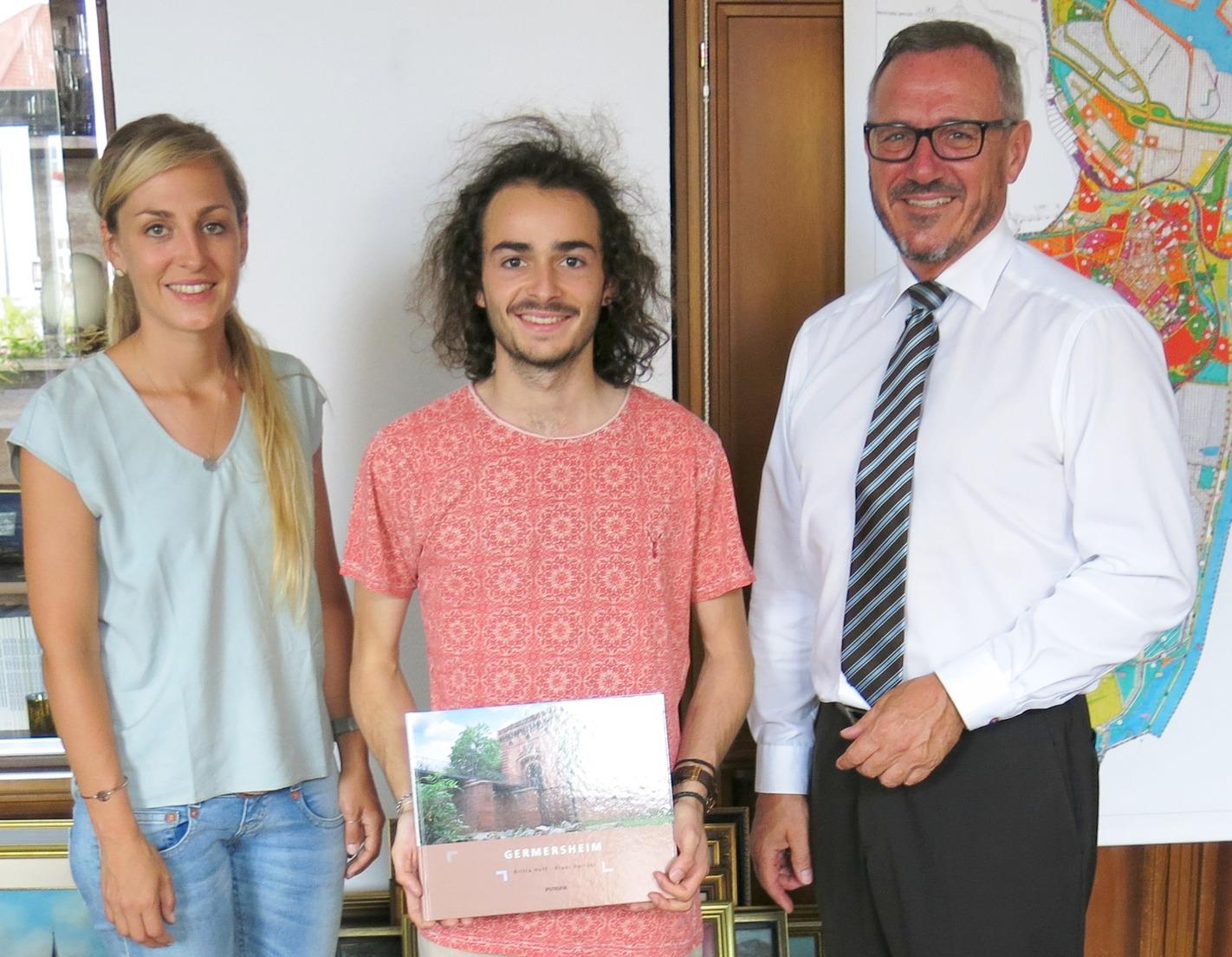 Katrin Kunz, Firmin Landré, Bürgermeister Marcus Schaile.