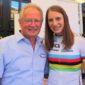 Weltmeisterin und Olympiasiegerin Miriam Welte freut sich mit ihrem Trainer Frank Ziegler über die Bronzemedaille im Teamsprint.