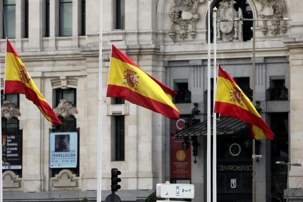 Drei spanische Fahnen im Wind