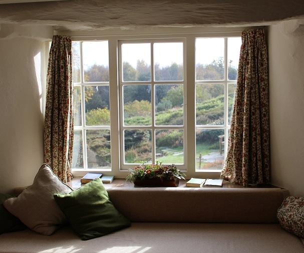 Vorhänge und Gardinen anbringen – mit diesen Tipps klappt es ...