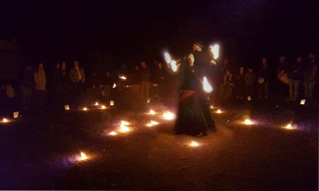 Simon und Selina Liebel und ihre Feuershow