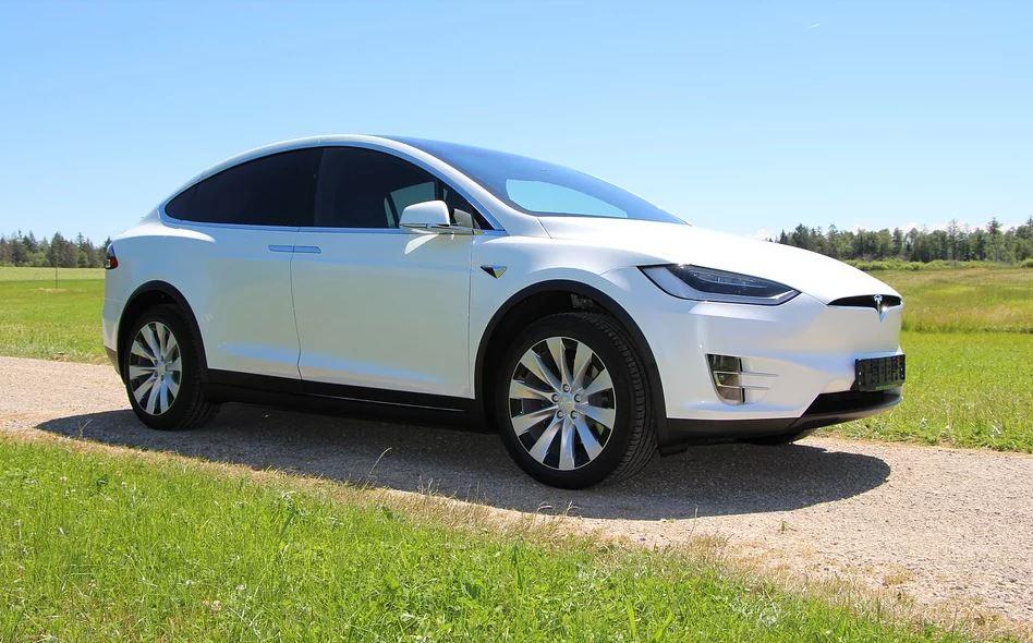 Tesla sucht nach polnischsprachigen Mitarbeitern für deutsche Fabrik