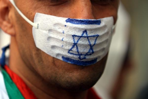 """Mann mit """"Anti-Israel-Mundschutz"""""""